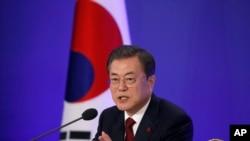 Tổng thống Moon Jae-in phát biểu trong cuộc họp báo Năm Mới tại Dinh Ngói Xanh ở Seoul ngày 14/1/2020.