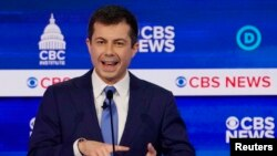 Pete Buttigieg, mantan wali kota South Bend, Indiana, saat debat kandidat capres Partai Demokrat, di Gaillard Center, Charleston, South Carolina, 25 Februari 2020.