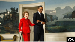 Mantan Ibu Negara Nancy Reagan dan Presiden Obama