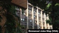Le bâtiment du ministère des Finances où est située la direction générale du budget à Yaoundé, le 5 mai 2018. (VOA/Emmanuel Jules Ntap)