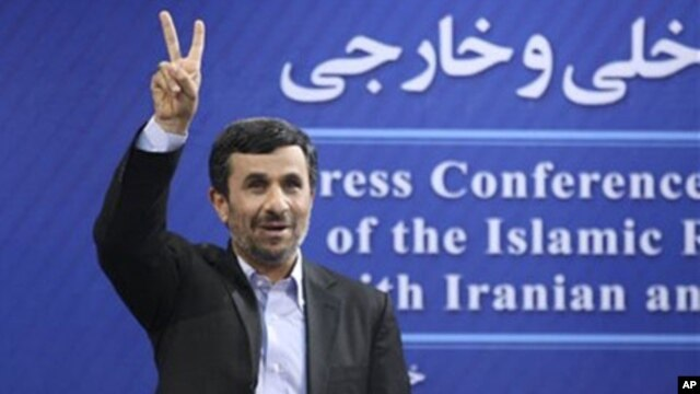 Iranian President Mahmoud Ahmadinejad flashes a victory sign at a press conference, Tehran, June 7, 2011 (file photo).