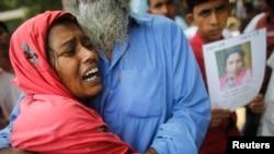 Chồng của người phụ nữ này là một công nhân làm việc tại xưởng dệt may nhưng đã không may thiệt mạng trong vụ sập.