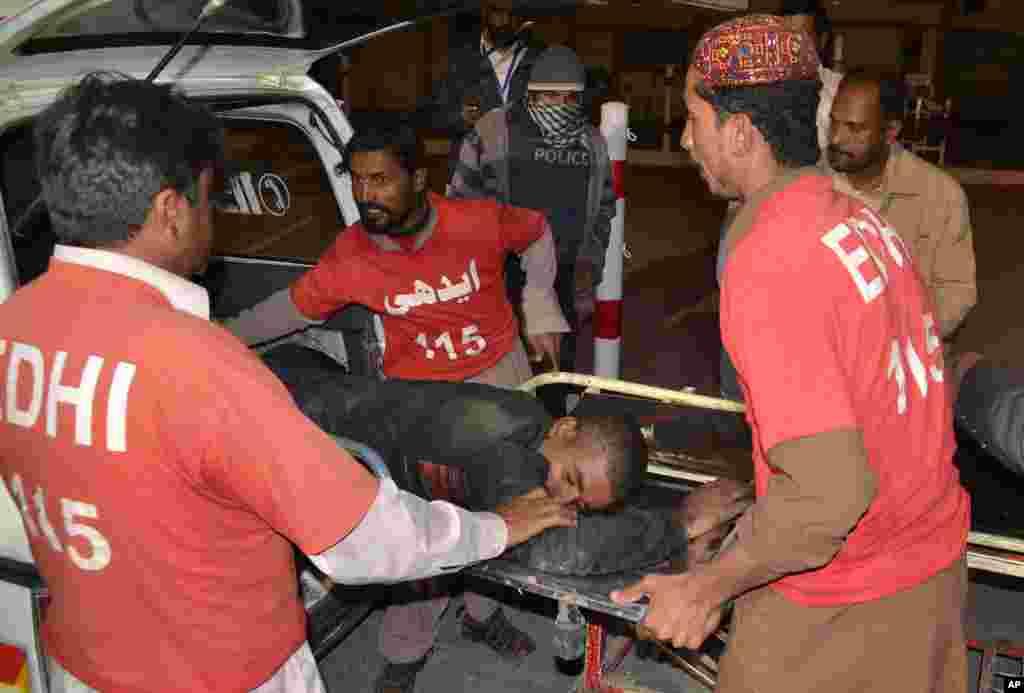 کوئٹہ میں پولیس کے تربیتی مرکز پر ہونے والے دہشت گرد حملے میں ہلاکتوں کی تعداد 61 ہو گئی ہے جب کہ 117 زخمی اب بھی اسپتال میں زیر علاج ہیں۔