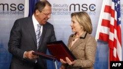 Ngoại trưởng Hoa Kỳ Hillary Clinton và Bộ trưởng Ngoại giao Nga Sergei Lavrov tại 1 Hội nghị về chính sách an ninh tại Munich, 05/2/2011