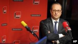 Tổng thống Pháp Francois Hollande tuyên bố các biện pháp chế tài do châu Âu và Hoa Kỳ áp đặt đã không những tác động mạnh đến Nga, mà còn gây thiệt hại cho nền kinh tế Âu châu.