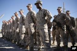 Американские морские пехотинцы в военном лагере «Шораб» в афганской провинции Гильменд, 15 января 2018 года