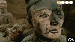 Quince guerreros de terracota y 100 artefactos forman parte de la exhibición.