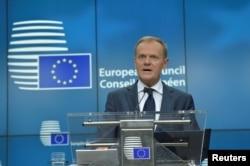 도날트 투스크 EU정상회의 상임의장이 23일 벨기에 브뤼셀에서 기자회견을 진행하고 있다.
