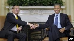 Philippines President Aquino (left) and President Obma at White House Jun 8, 2012