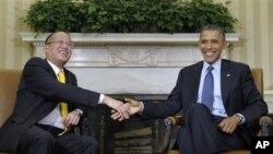 Presiden Filipina Benigno Aquino (kiri) dan Presiden Barack Obama dalam pembicaraan di Gedung Putih (8/6).