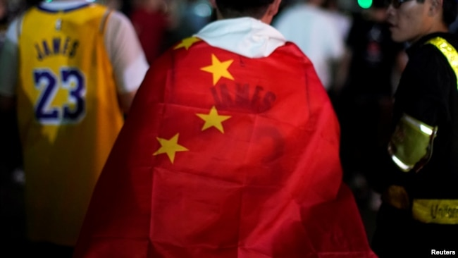 反港独 谈爱国 北京市民球迷促NBA道歉