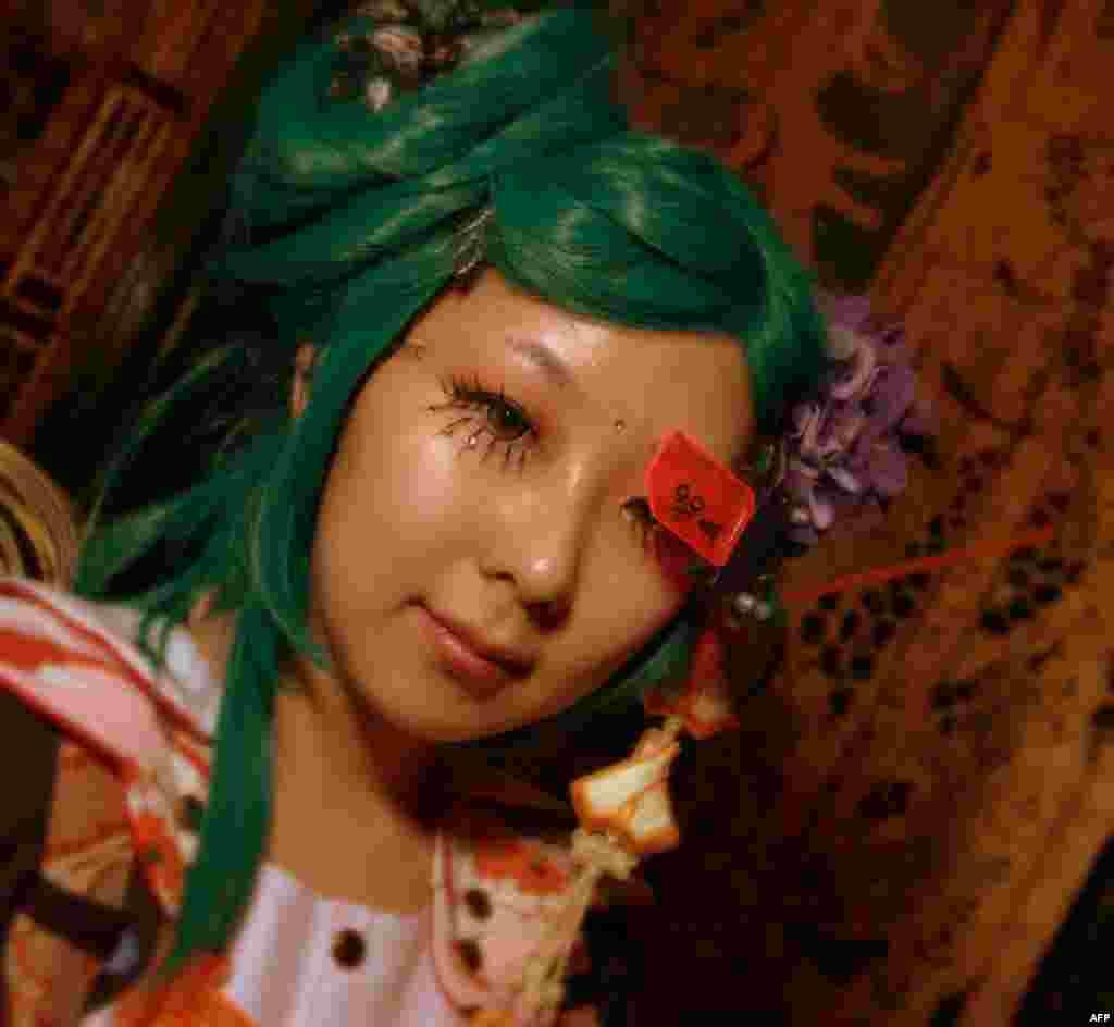 Девушка-харадзюку – бижутерия, кружева, принты, заколки, ярко выкрашенные волосы…