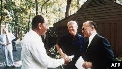 امریکہ کے صدر جمی کارٹر، مصر کے صدر انور سادات اور اسرائیل کے وزیر اعظم
