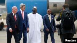 U.S. Ambassador to Nigeria James Entwistle, left, and Secretary of State John Kerry, center, walk with Nigerian government officials upon Kerry's arrival in Lagos, Jan. 25, 2015.