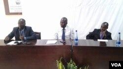 "Umuyobozi w'sihirahamwe, ""NEW GENERATION"", Dieudonne Nahimana, ari i bubanfu kw'ifoto"