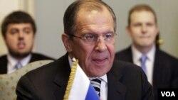ທ່ານ Sergei Lavrov ລັດຖະມົນຕີ ຕ່າງປະເທດ ຣັດເຊຍ (ກາງ) ຢ້ຽມຢາມ ລັດຖະມົນຕີຕ່າງປະເທດ ອີຈິບ Nabil Fahny (ບໍ່ມີຮູບ)