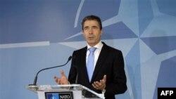 Tổng thư ký NATO Anders Fogh Rasmussen nói chuyện tại một phiên họp ở Brussels hôm 2/2/12