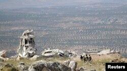 ادلب کے نزدیک ایک پہاڑی پر باغی جنگجو موجود ہیں (فائل فوٹو)