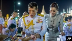 King Maha Vajiralongkorn and Queen Suthida greet supporters in Bangkok, Thailand, Sunday, Nov. 1, 2020. Under increasing pressure from protesters demanding reforms to the monarchy, Thailand's king and queen met Sunday with thousands of adoring…