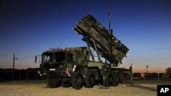 Sistem rudal Patriot Bundeswehr di Fort Bliss, El Paso, Amerika Serikat (Foto: dok). Amerika akan mengirimkan dua perangkat misil Patroit ke Turki untuk membantu negara itu mempertahankan diri terhadap kemungkinan serangan roket dari Suriah (13/12).