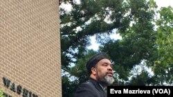 Tokoh Muslim Amerika yang disegani, Imam Mohammad Magid, menyerukan warga untuk tetap kuat menghadapi peristiwa menyedihkan.