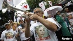 Митинг сторонников Юлии Тимошенко перед зданием суда. Киев, Украина