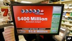 Hadiah lotere Powerball di AS yang akan diundi hari Rabu (6/1) dengan hadiah mencapai 400 juta dolar (foto: dok).