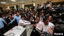 FILE- Journalists gather at a polling station where Cambodia's Prime Minister and President of the Cambodian People's Party (CPP) Hun Sen will cast a vote during a general election in Takhmao, Kandal province, Cambodia July 29, 2018. REUTERS/Samrang Pring