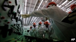 Cuarto de control para los reactores 1 y 2 de la planta de Fukushima.