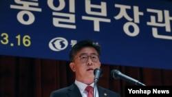 홍용표 한국 통일부 장관이 16일 서울 도렴동 정부서울청사별관에서 취임사를 하고 있다.