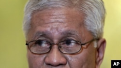 Philippines Foreign Affairs Secretary Albert del Rosario (file)