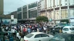 کراچی: 'اے آر وائی' نیوز کے دفتر پر مشتعل مظاہرین کا دھاوا