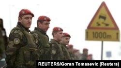 Pripadnici JSO tokom pobune novembra 2001.