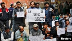 Uber taxi drivers hold placards during a protest against the ban on online taxi services, in New Delhi, Dec. 12, 2014. (REUTERS/Anindito Mukherjee)