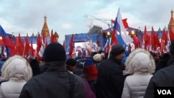 俄罗斯共产党支持吞并克里米亚。2014年3月莫斯科红场庆祝吞并克里米亚集会。(美国之音白桦拍摄)