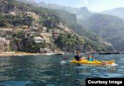 Nhà Rivenbark chèo thuyền kayak ở Italy, 7/7/2014.