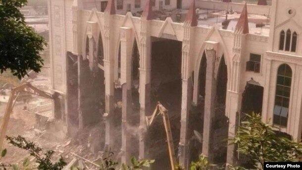 被強拆中的三江教堂(圖片來源:蔡淑芳)