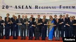 2일 브루나이에서 열린 제 20회 아세안 지역안보 포럼에 참가한 각 국 대표들.