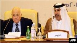 Tổng thư ký của Liên đoàn Ả Rập Nabil Elaraby và Ngoại trưởng Qatar, Sheikh Hamad bin Jassim al-Thani (phải) tại cuộc họp ở Doha, ngày 3/12/2011