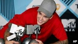 Justin Bieber sau lễ trao giải MTV European Music Awards 2015 tạo Milan, Italy.