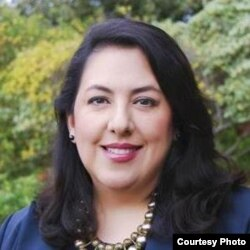 Ủy viên giáo dục Maya Esparza