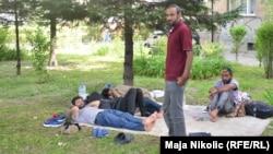 Migranti u parku u Tuzli, lipanj 2019.