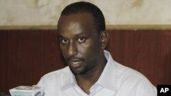 Bekas komandan tinggi al-Shabab, Zakariya Ismail Hersi memberikan konferensi pers Mogadishu, Somalia, Selasa (27/1).