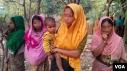 Four Rohingya women are shownin an illegal Rohingya colony in Bangladesh (Dec. 26, 2016). The women, who fled their villages in Myanmar this month, said that they had been raped by soldiers and Buddhist men. (Saiful Islam for VOA)