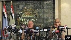 مصر کے فوجی حکمران نیوز کانفرنس کے دوران (فائل فوٹو)
