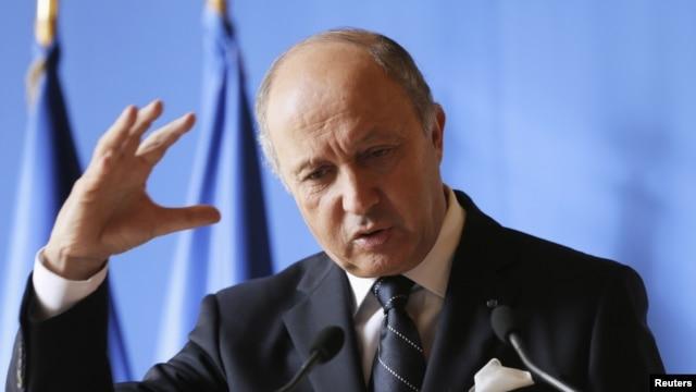 Ngoại trưởng Pháp Laurent Fabius phát biểu trong một cuộc họp báo tại Paris.