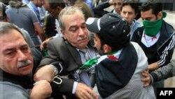 Протистояння перед входом до штаб-квартири Ліги арабських держав у Каїрі