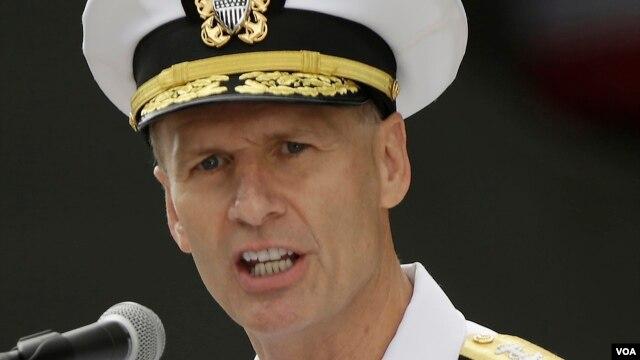 Phó Đô đốc Joseph Aucoin, chỉ huy Hạm đội 7 của Hải quân Hoa Kỳ.