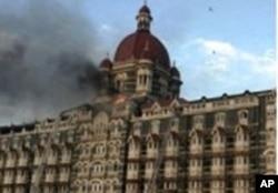 نومبر 2008ء میں ممبئی حملوں میں تاج محل ہوٹل کو بھی نشانہ بنایا گیا (فائل فوٹو)