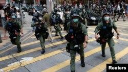 香港防暴警察在中環驅散抗議示威的民眾。(2020年9月6日)